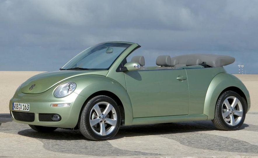 2010 Volkswagen New Beetle Final Edition coupe - Slide 30