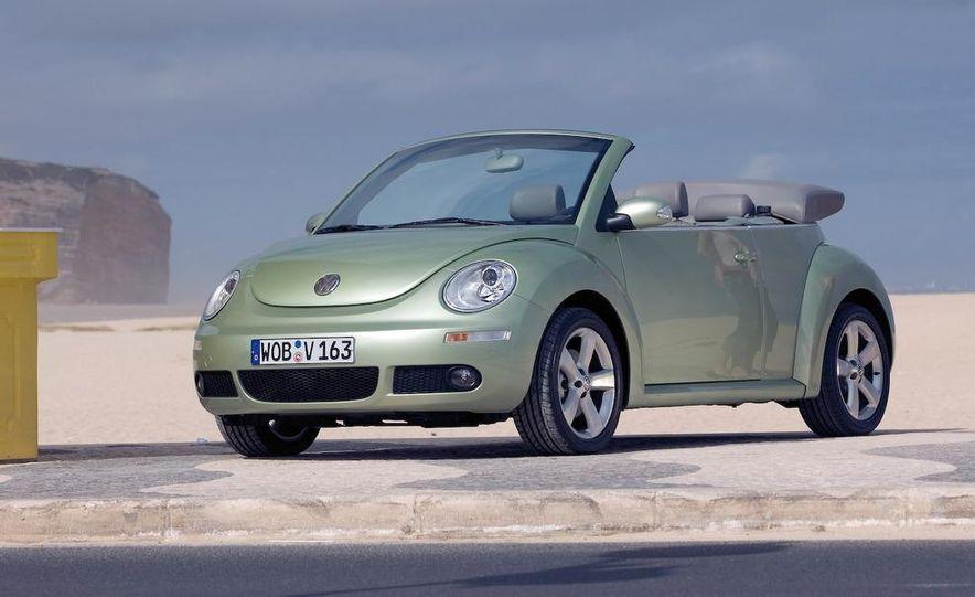 2010 Volkswagen New Beetle Final Edition coupe - Slide 31