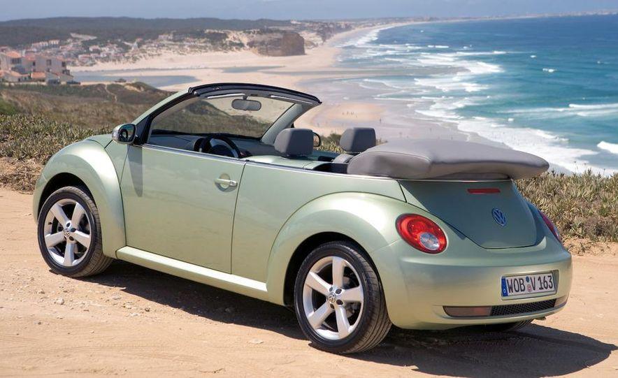 2010 Volkswagen New Beetle Final Edition coupe - Slide 32