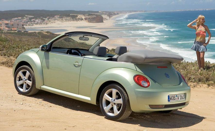 2010 Volkswagen New Beetle Final Edition coupe - Slide 33