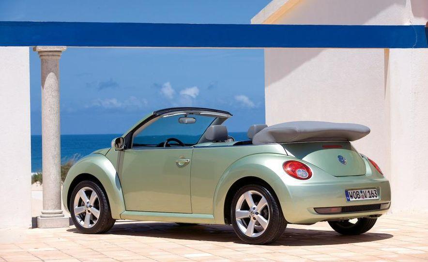 2010 Volkswagen New Beetle Final Edition coupe - Slide 35