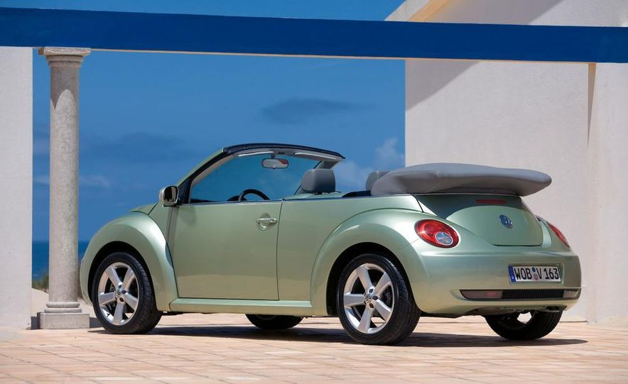 2010 Volkswagen New Beetle Final Edition coupe - Slide 36