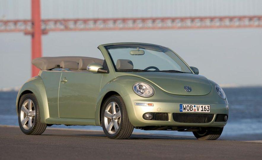 2010 Volkswagen New Beetle Final Edition coupe - Slide 37