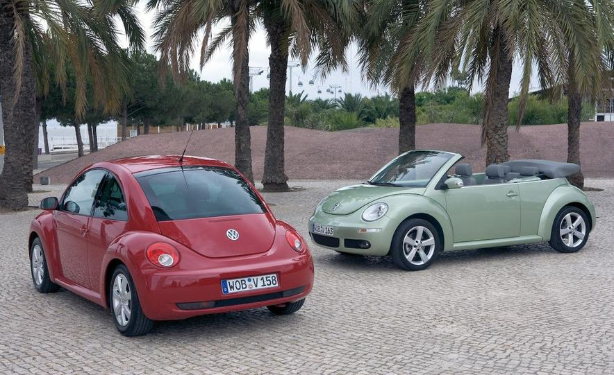 2010 Volkswagen New Beetle Final Edition coupe - Slide 15