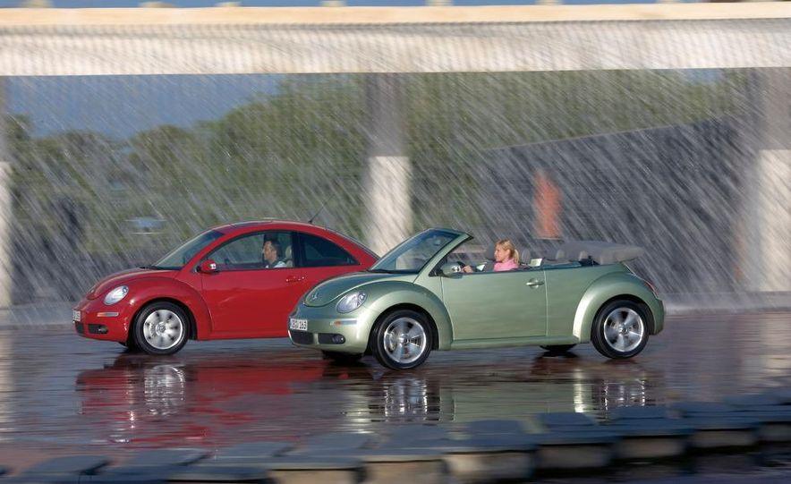 2010 Volkswagen New Beetle Final Edition coupe - Slide 16