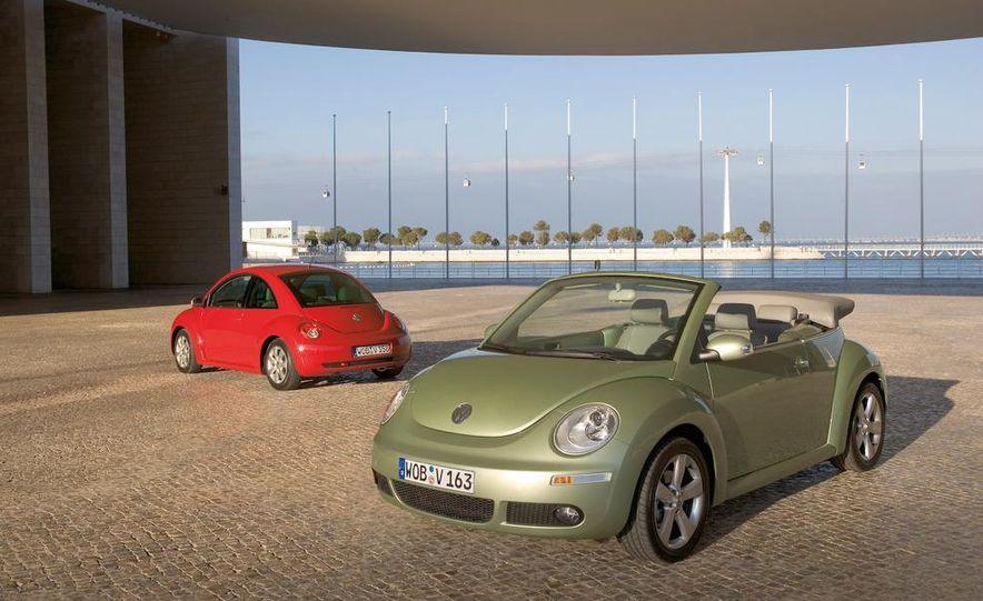 2010 Volkswagen New Beetle Final Edition coupe - Slide 17