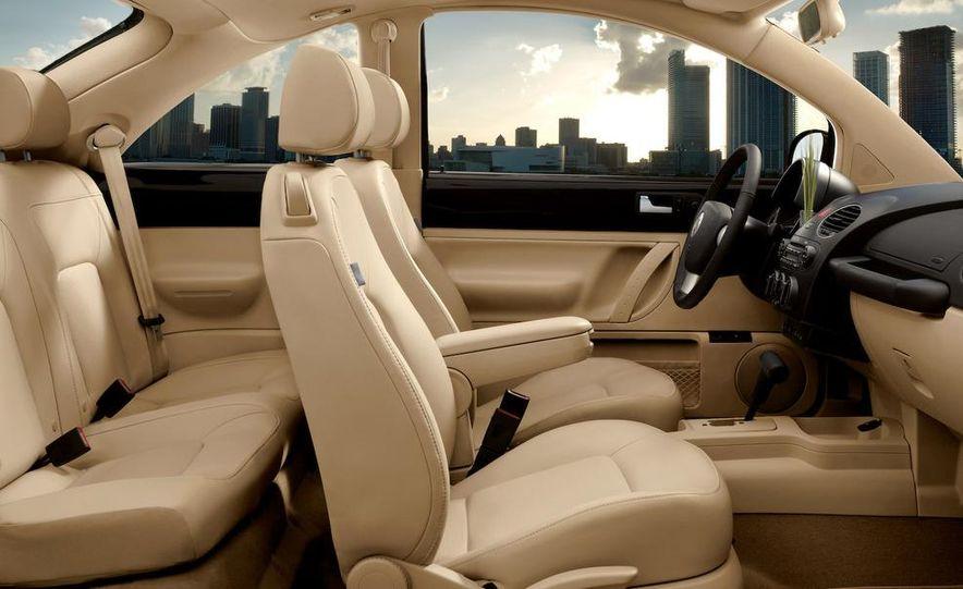 2010 Volkswagen New Beetle Final Edition coupe - Slide 8