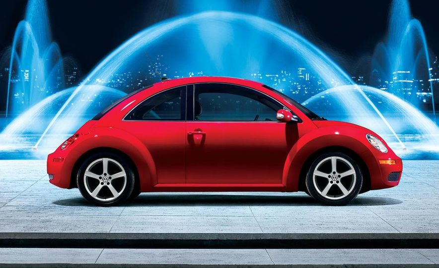 2010 Volkswagen New Beetle Final Edition coupe - Slide 9