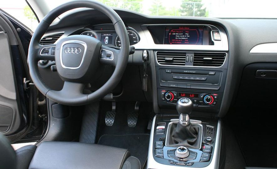 2009 Audi A4 2.0T Quattro sedan - Slide 7
