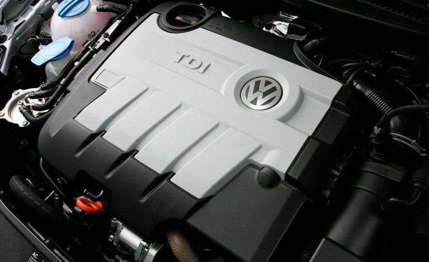 2010 Volkswagen Golf TDI 3-door - Slide 35
