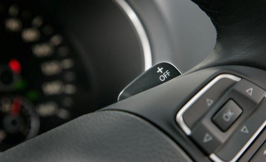 2010 Volkswagen Golf TDI 3-door - Slide 32