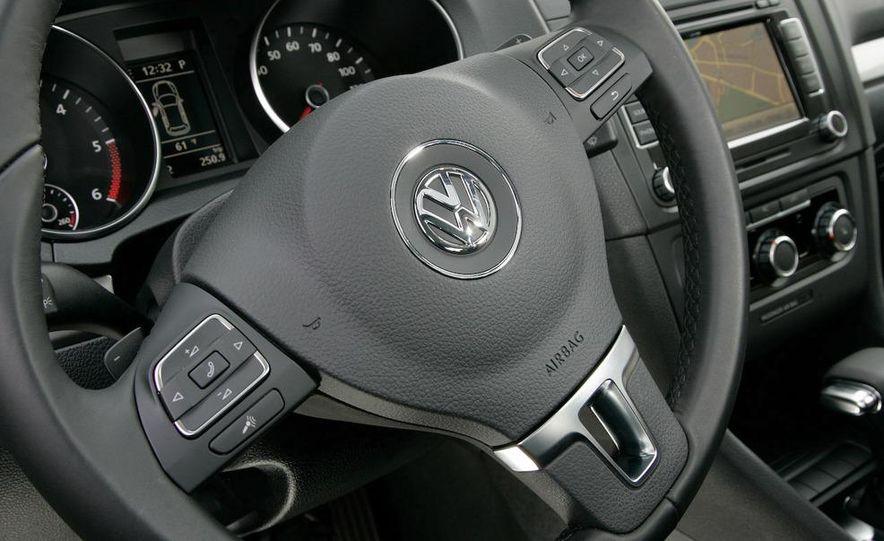 2010 Volkswagen Golf TDI 3-door - Slide 33