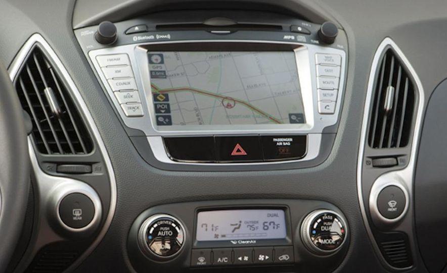 2010 Hyundai Tucson audio, climate controls, and navigation display - Slide 1