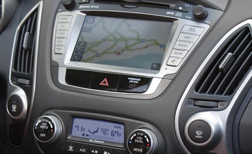 2010 Hyundai Tucson audio, climate controls, and navigation display - Slide 12