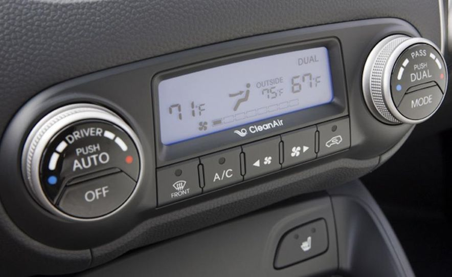 2010 Hyundai Tucson audio, climate controls, and navigation display - Slide 9