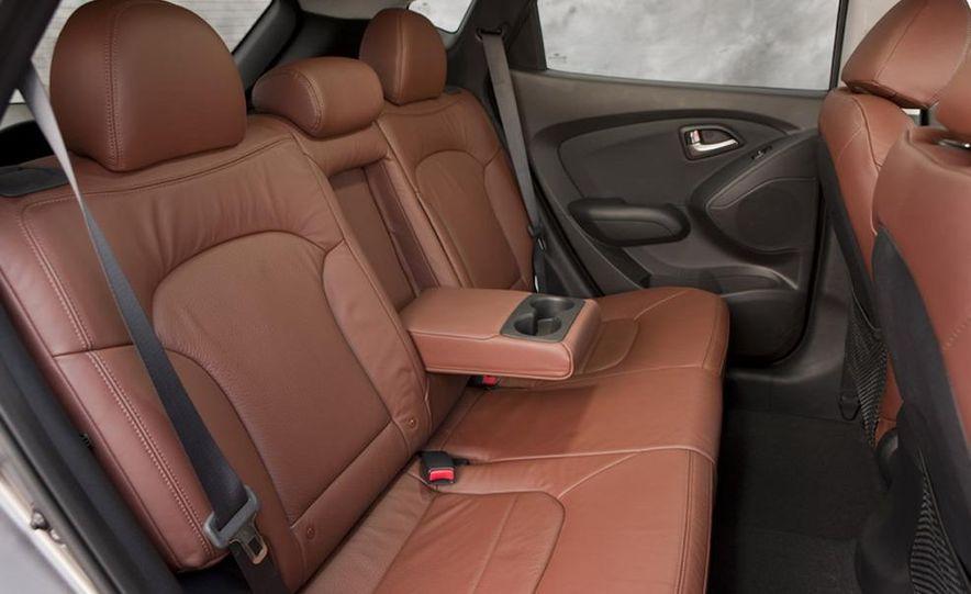 2010 Hyundai Tucson audio, climate controls, and navigation display - Slide 11