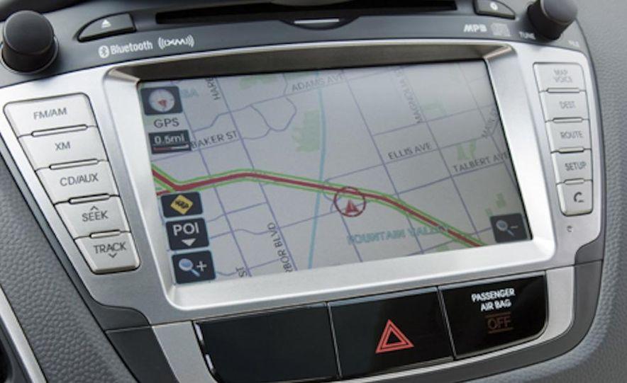 2010 Hyundai Tucson audio, climate controls, and navigation display - Slide 8