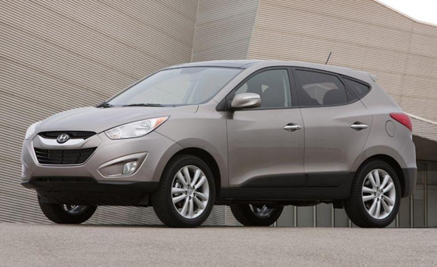 2010 Hyundai Tucson audio, climate controls, and navigation display - Slide 3