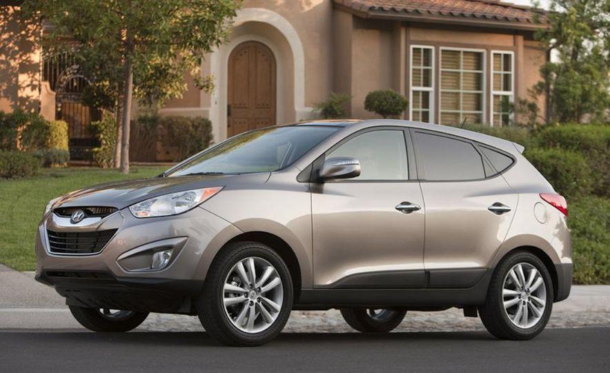 2010 Hyundai Tucson audio, climate controls, and navigation display - Slide 5