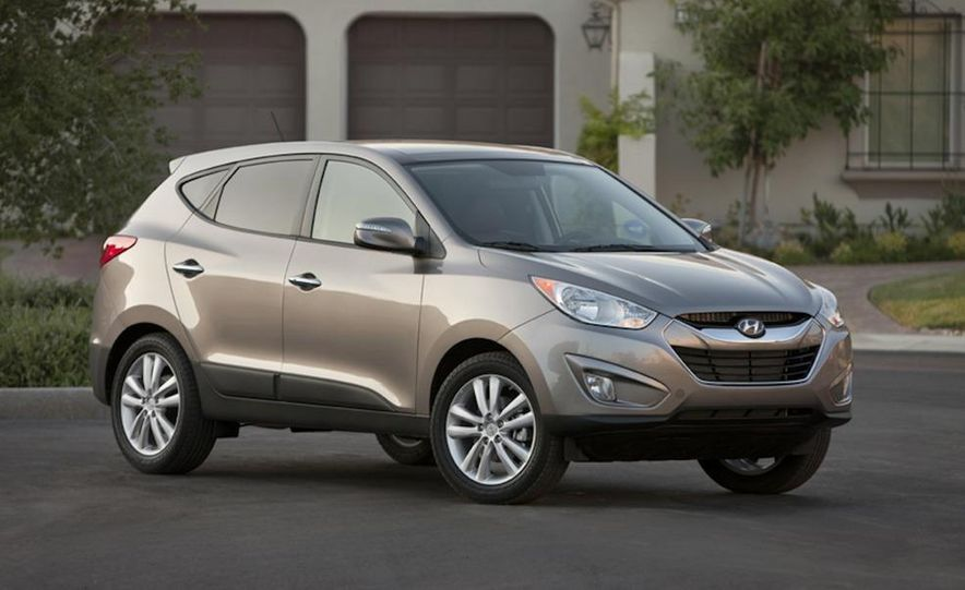2010 Hyundai Tucson audio, climate controls, and navigation display - Slide 7