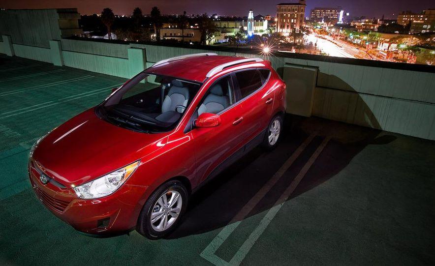 2010 Hyundai Tucson audio, climate controls, and navigation display - Slide 14