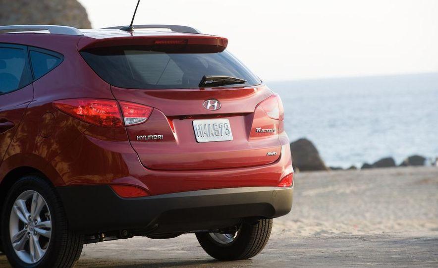 2010 Hyundai Tucson audio, climate controls, and navigation display - Slide 17