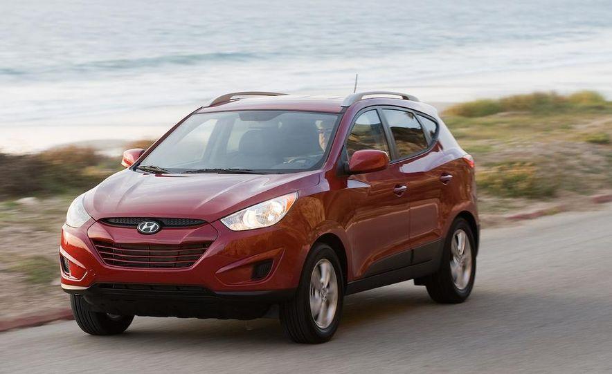 2010 Hyundai Tucson audio, climate controls, and navigation display - Slide 18