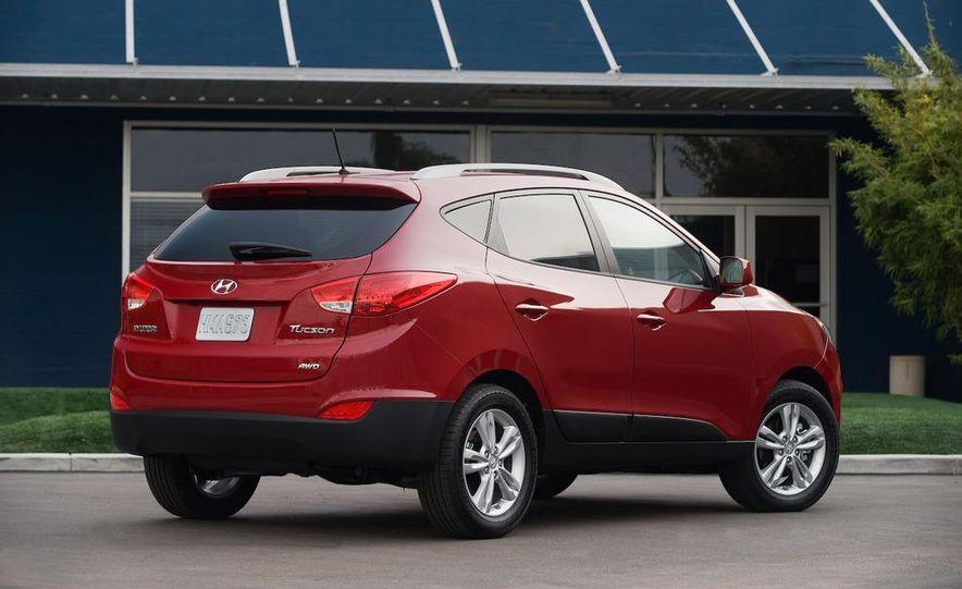 2010 Hyundai Tucson audio, climate controls, and navigation display - Slide 34