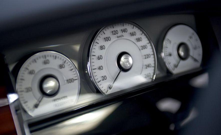 2011 Rolls-Royce Ghost - Slide 37