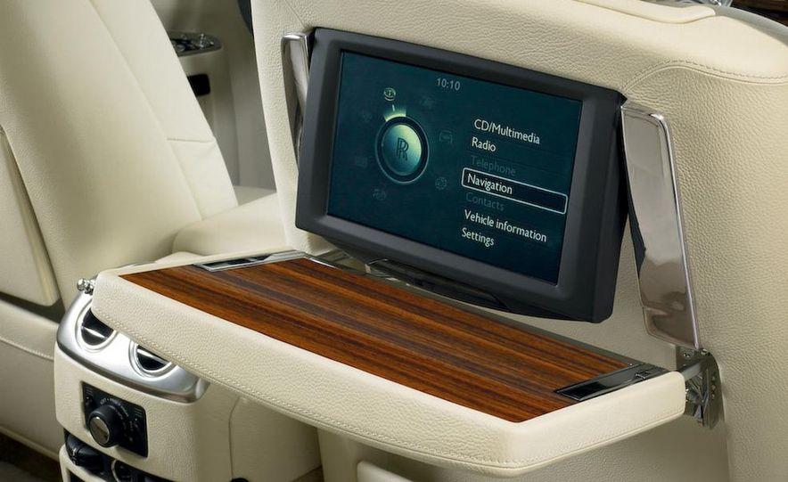 2011 Rolls-Royce Ghost - Slide 32