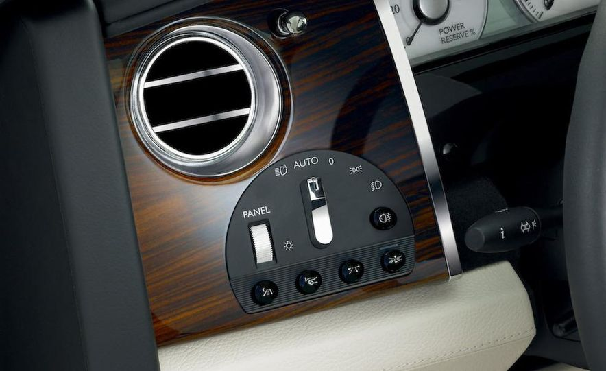 2011 Rolls-Royce Ghost - Slide 38