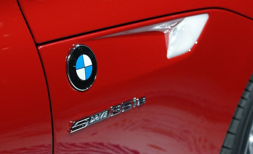 2011 BMW Z4 sDrive35is - Slide 11