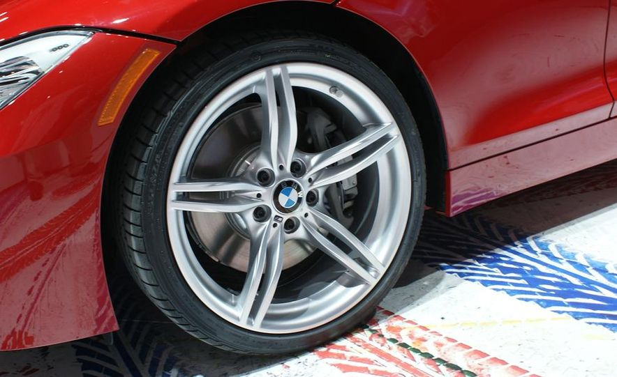 2011 BMW Z4 sDrive35is - Slide 13