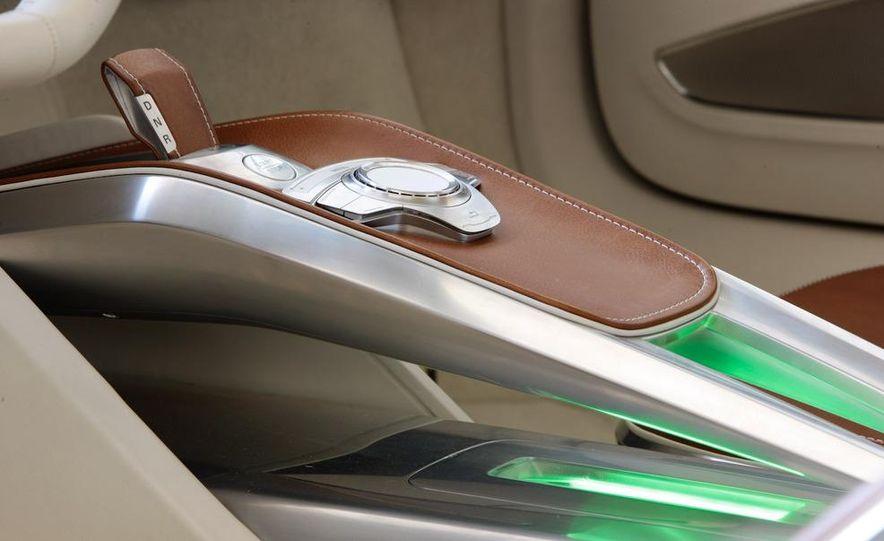 Jens Meiners in the Audi E-Tron concept interior - Slide 21