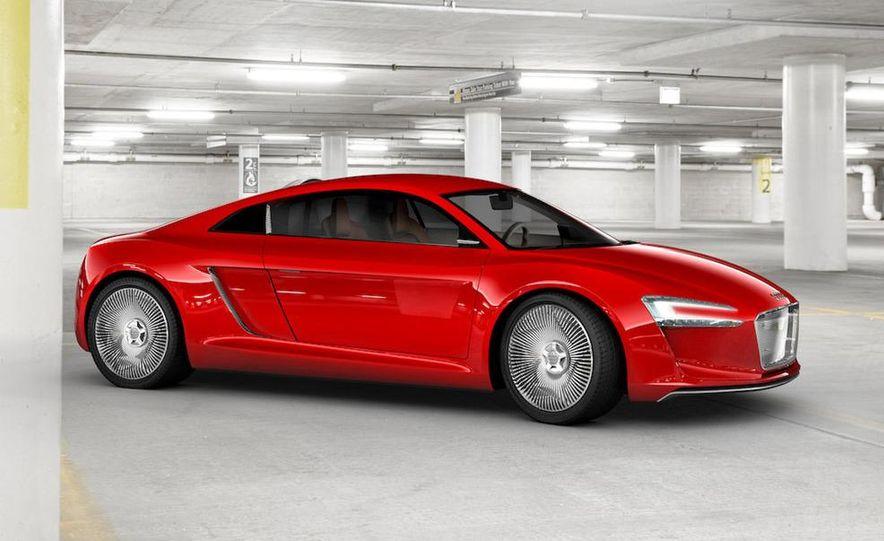 Jens Meiners in the Audi E-Tron concept interior - Slide 4