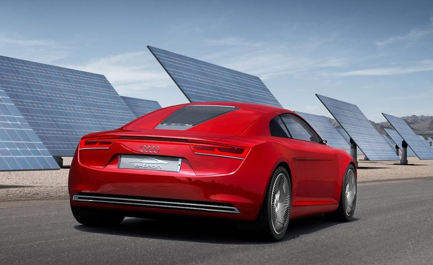 Jens Meiners in the Audi E-Tron concept interior - Slide 13