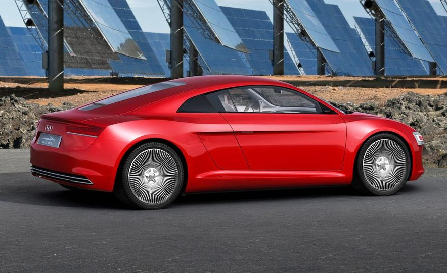 Jens Meiners in the Audi E-Tron concept interior - Slide 15