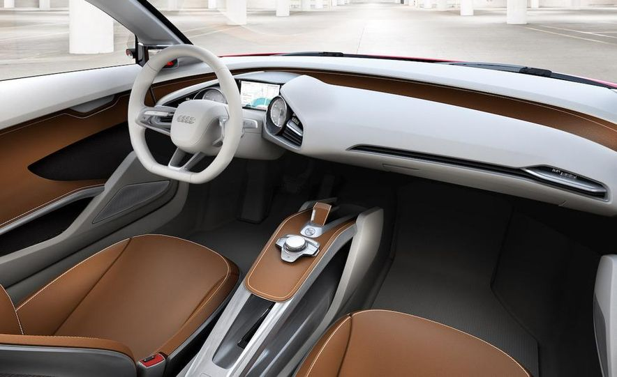 Jens Meiners in the Audi E-Tron concept interior - Slide 23