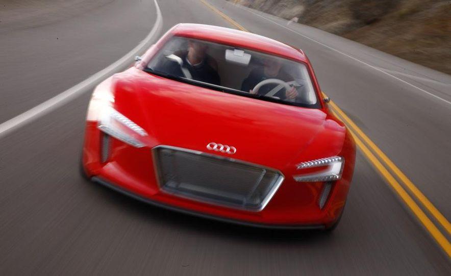 Jens Meiners in the Audi E-Tron concept interior - Slide 10