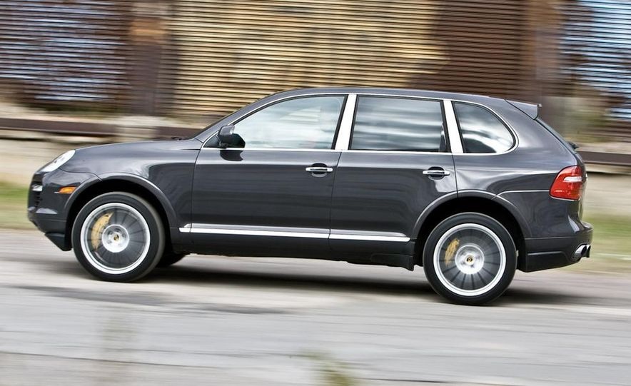 2010 BMW X5 M, 2009 Porsche Cayenne Turbo S, 2010 Jeep Grand Cherokee SRT8, and Land Rover Ranger Rover Sport Supercharged - Slide 32