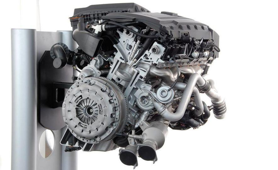 BMW 3.0-liter twin-turbocharged inline-6 engine - Slide 1