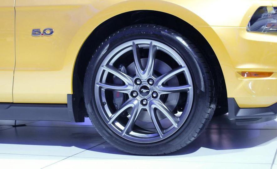 2011 Ford Mustang GT - Slide 8
