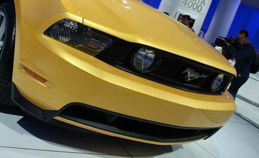 2011 Ford Mustang GT - Slide 6