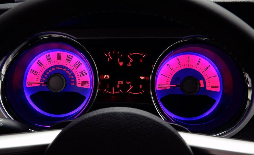 2011 Ford Mustang GT - Slide 22