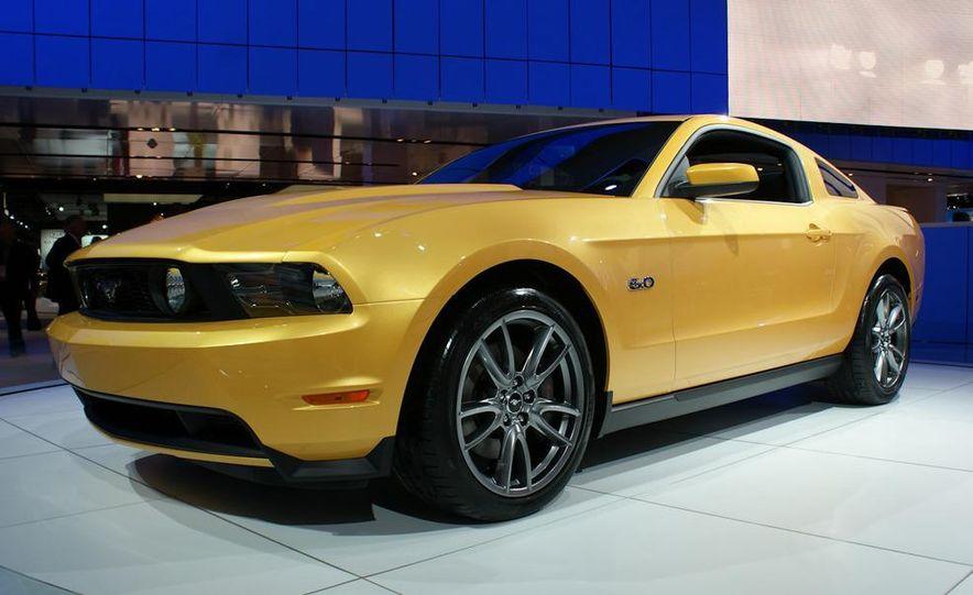 2011 Ford Mustang GT - Slide 2