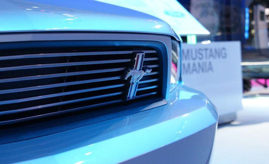 2011 Ford Mustang GT - Slide 14