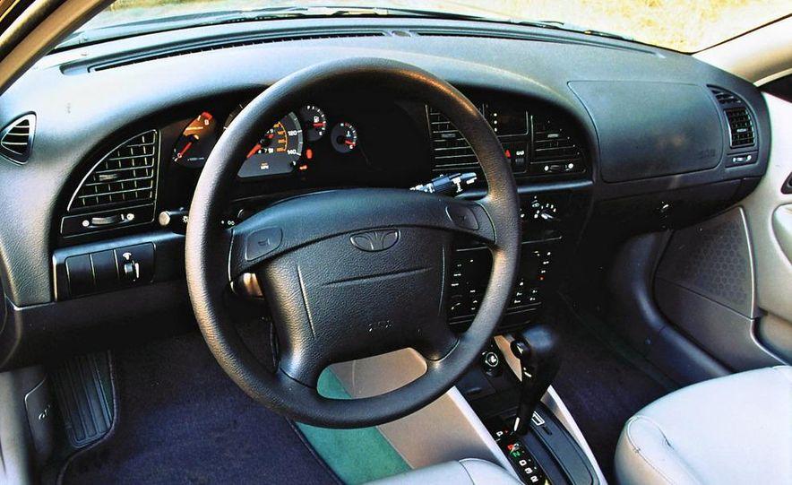 2008 Bugatti Veyron 16.4 interior - Slide 22