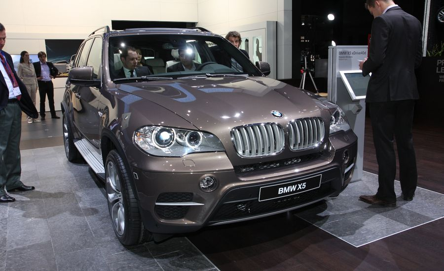 BMW X Official Photos And Info News Car And Driver - 2011 bmw x5 sport package
