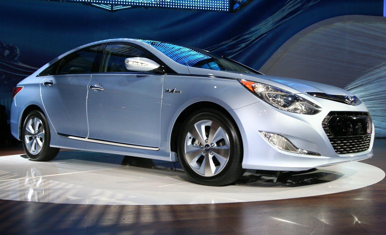 2011 hyundai sonata hybrid official photos and info news car and driver