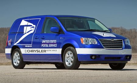 Chrysler to Offer Electric Town & Country Minivans to U.S. Postal Service
